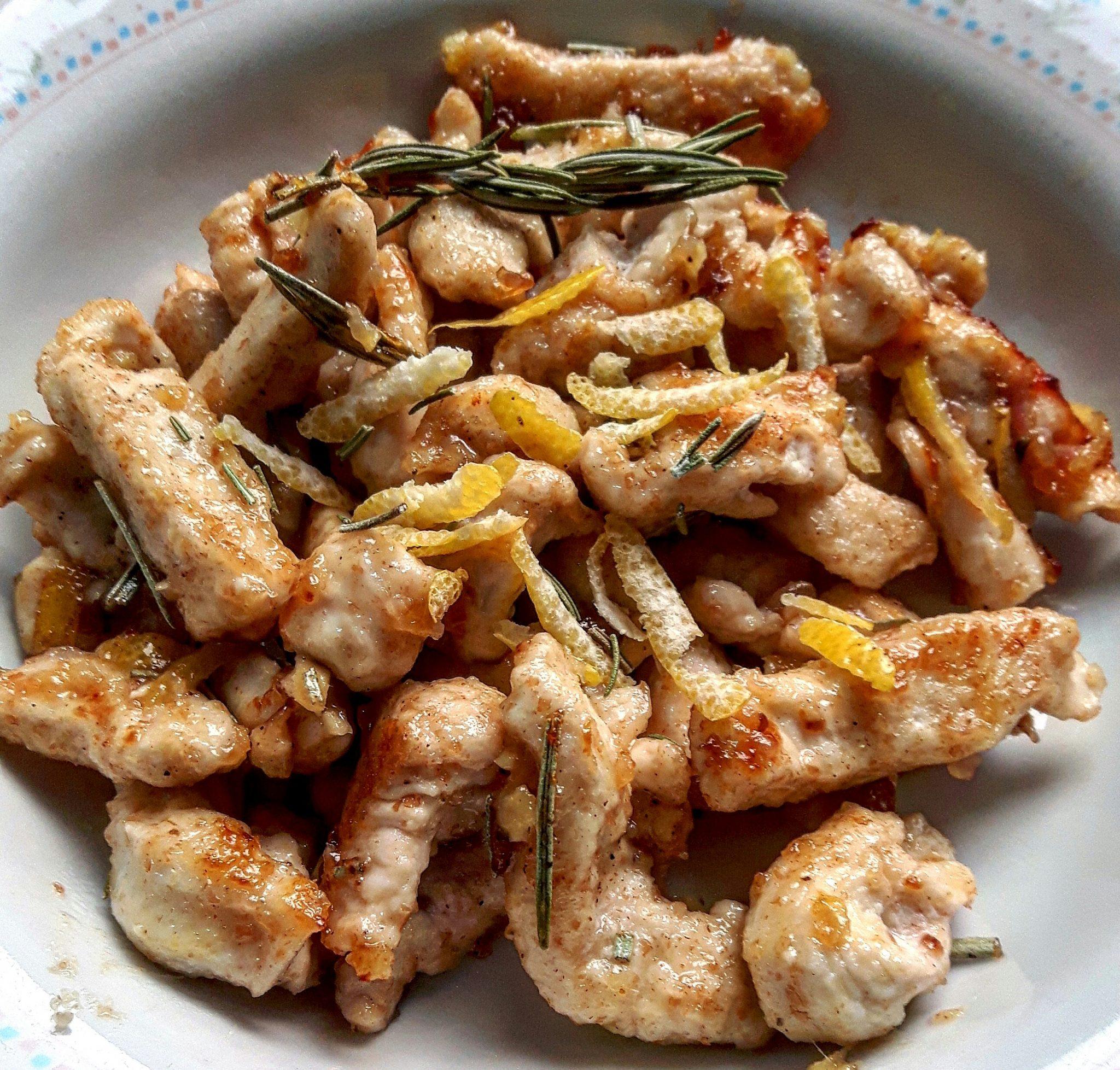 Straccetti di pollo con zenzero, limone, miele e rosmarino