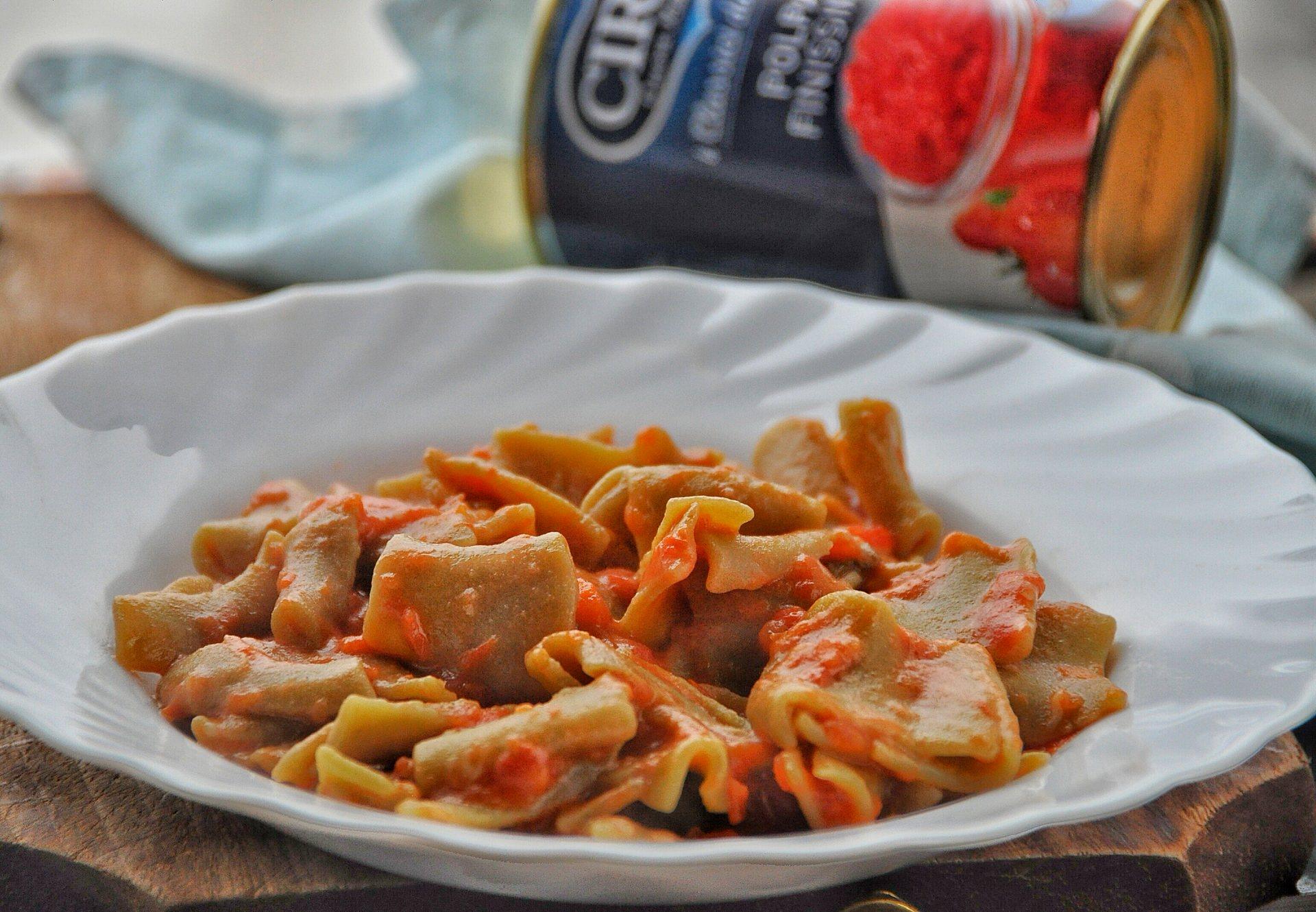 Paccheri al pistacchio con pomodoro e mozzarella