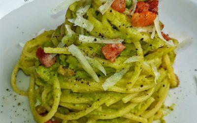 Spaghetti con asparagi, pecorino e pancetta