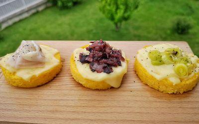Dischi di polenta con formaggio a fette Bergader